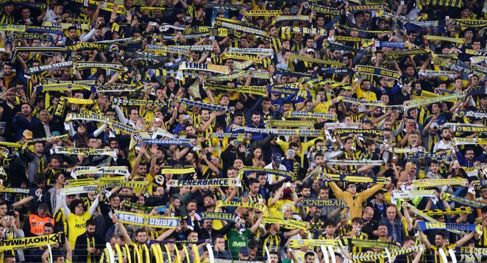 Fenerbahçe ile Konyaspor arasında Ülker Stadyumu'nda oynanan karşılaşmayı 39 bin 425 biletli seyirci takip etti.
