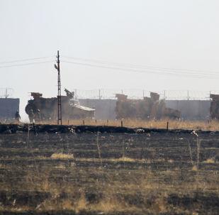 Konvoyda Rus Tayfun, Tigr ve BTR-80 zırhlı araçları ile Türkiye'nin Kirpi zırhlı aracının yanı sıra iki taraftan 24'er asker yer aldı.