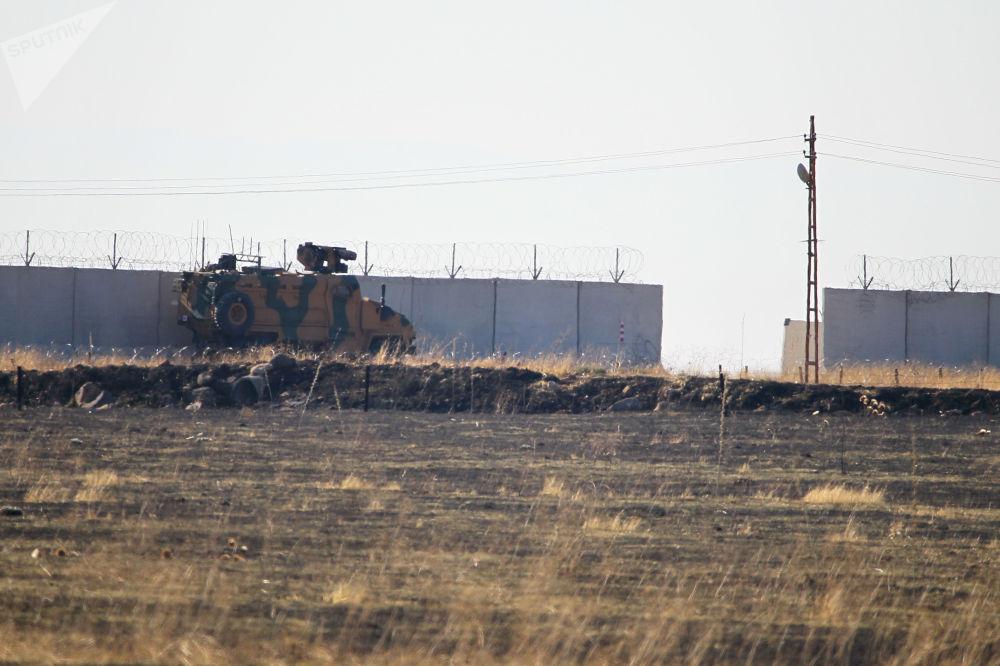 Türkiye ile Rusya arasında varılan Soçi mutabakatı kapsamında Türk ve Rus askerlerinin Suriye'de Fırat'ın doğusunda yaptığı üçüncü ortak kara devriyesi gerçekleşti.