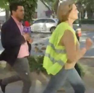 Protestoların sürdüğü Şili'de, iktidar destekçisi belediye başkanı gazetecilerin soruları karşısında maraton koşusuna başladı