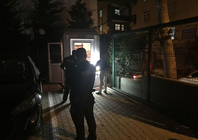 Bağcılar'da bir site sakini kadın, otopark yüzünden kavga ettiği komşusunu tabancayla yaraladı.