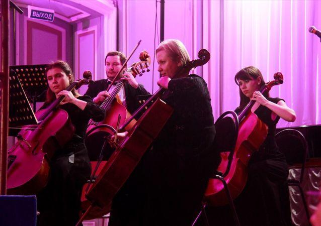 Rusya'da düzenlenen ve Türkiye'nin özel statü sıfatında katıldığı 8. St. Petersburg Uluslararası Kültür Forumu kapsamında Türk besteleri müzikseverlerle buluştu