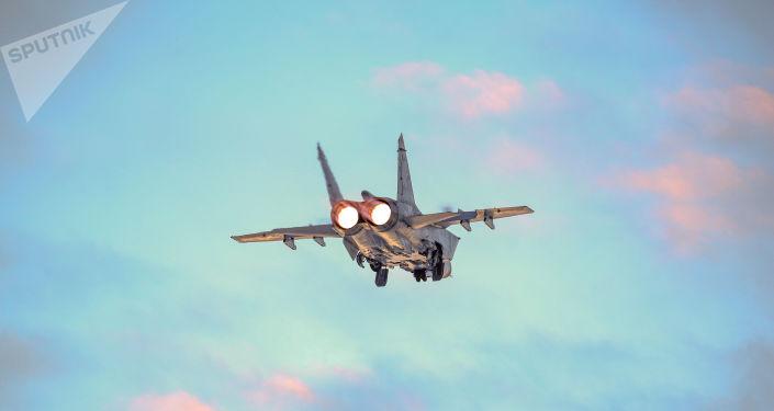 Rus MiG-31 avcı uçağı, Pasifik Okyanusu üzerinde ABD'nin RC-135 keşif uçağına önleme yaptı