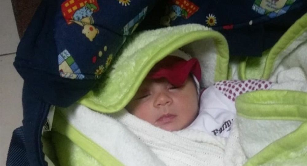 Osmaniye'de bir aylık bebek apartman kapısına bırakıldı