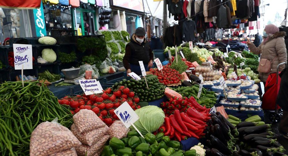 Gıda fiyatlarını 'aracılar' katlıyor: Soğanı 50 kuruşun altına alıp 3 liradan fazlaya satma peşindeler
