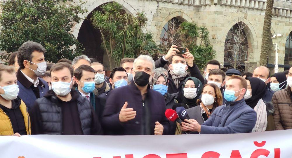AK Partili Kabaktepe, Ayasofya'da gençlerle sabah namazı kıldı: Fatih Sultan Mehmet gibi çağ açıp çağ kapatabiliriz