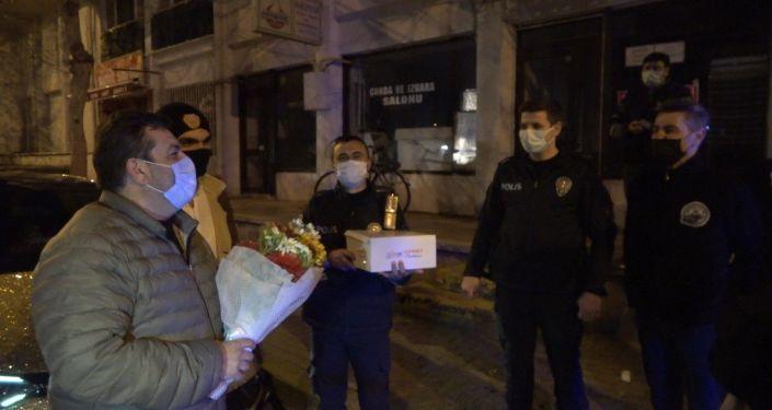 'Kavga var' ihbarıyla olay yerine gelen polislere pasta ikram ettiler