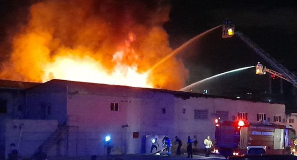 İstanbul'da kağıt ambalaj fabrikasında yangın