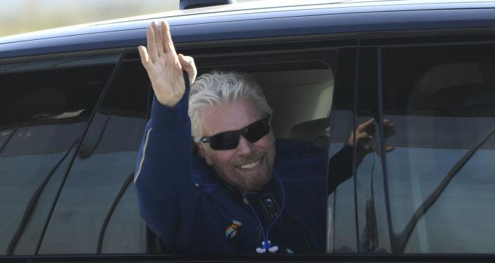 Milyarder Richard Branson kendi aracıyla uzaya giden ilk kişi oldu