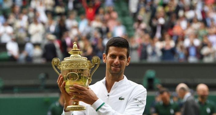 Djokovic, Wimbledon'daki altıncı şampiyonluğuna ulaştı