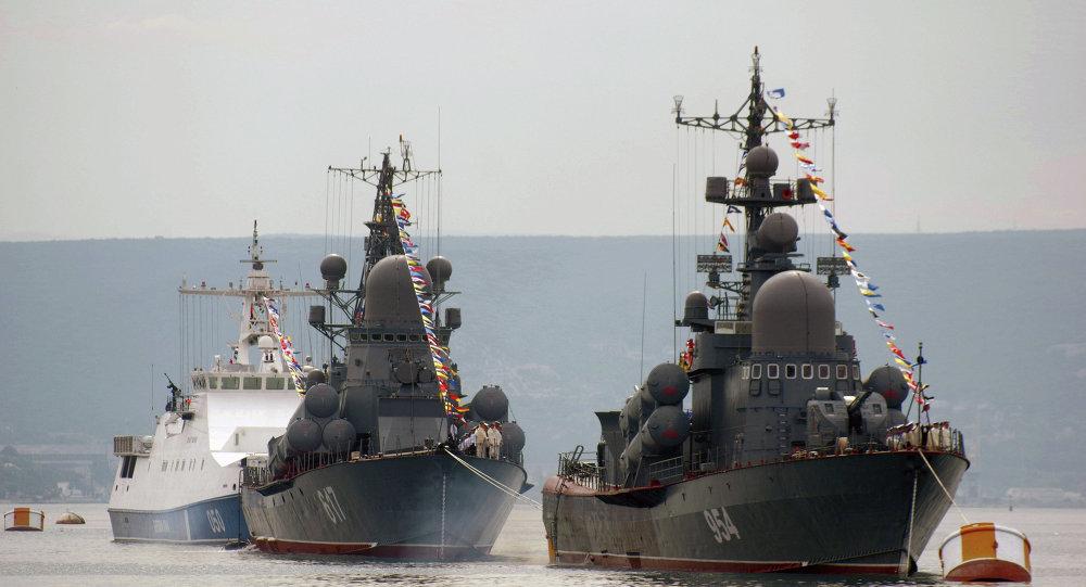 Sivastopol'da Rus gemileri