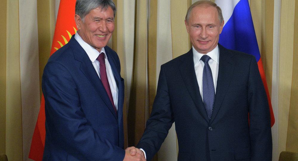 Rusya Devlet Başkanı Vladimir Putin ve Kırgızistan Devlet Başkanı Almazbek Atambayev