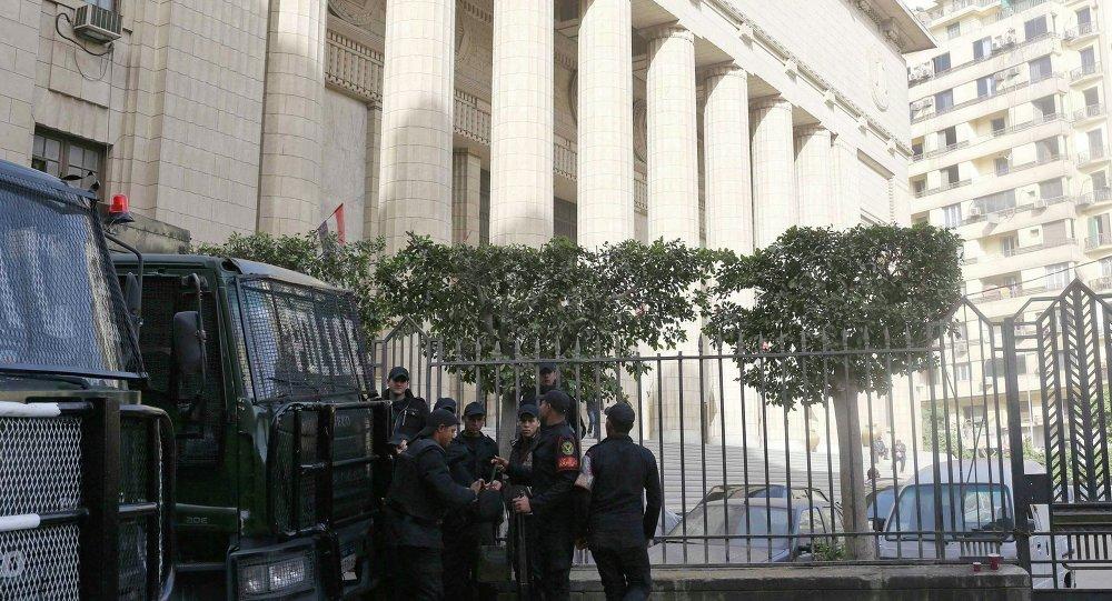 Mısır'daki El-Cezire çalışanlarının yargılandığı mahkeme
