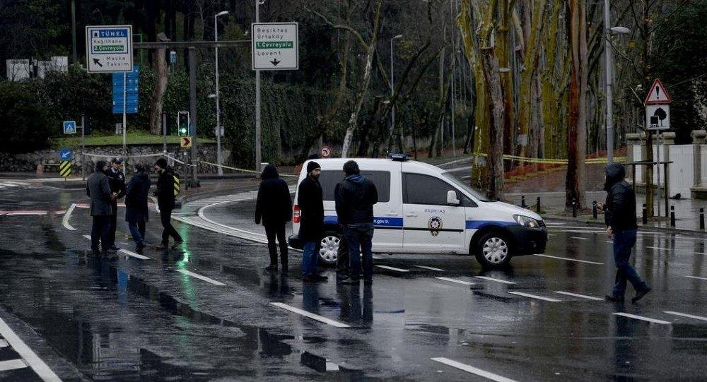 Dolmabahçe Sarayı'nda bombalı saldırgan paniği