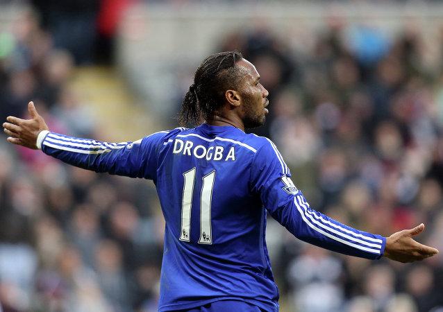 Chelsea forması giyen Galatasaray'ın eski yıldızı Didier Drogba