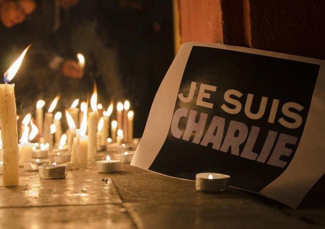 Charlie Hebdo için anma  yürüyüşleri