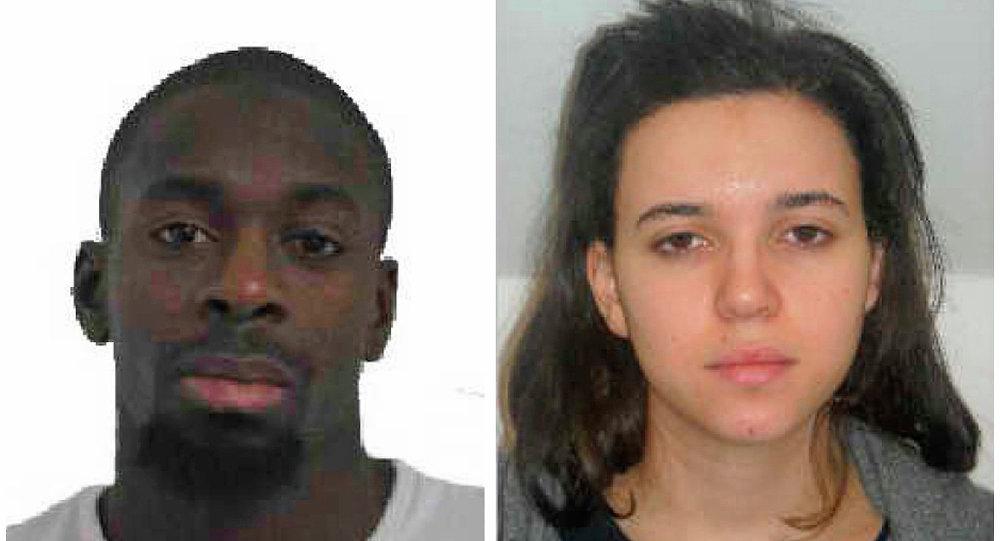Coulibaly'nin polis tarafından aranan sevgilisi Hayat Boumeddine'nin Türkiye üzerinden Suriye'ye geçtiği iddia ediliyor.