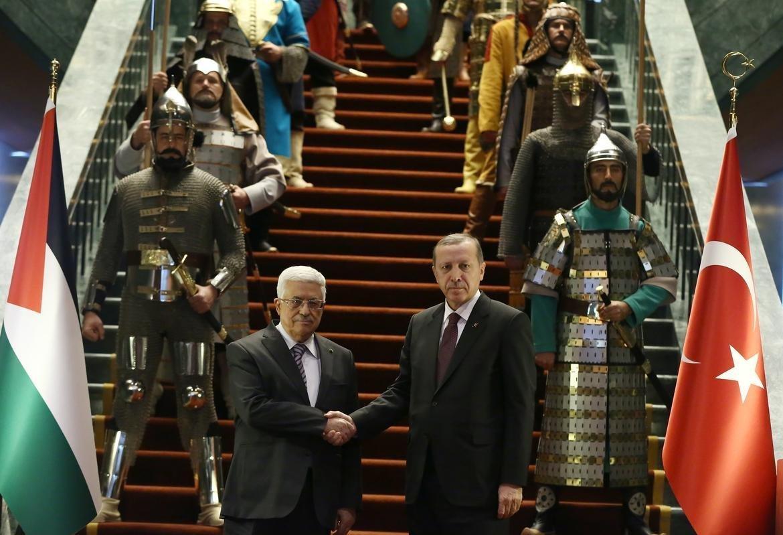 Erdoğan, Abbas'ı 16 Türk devletinin askeriyle karşıladı.
