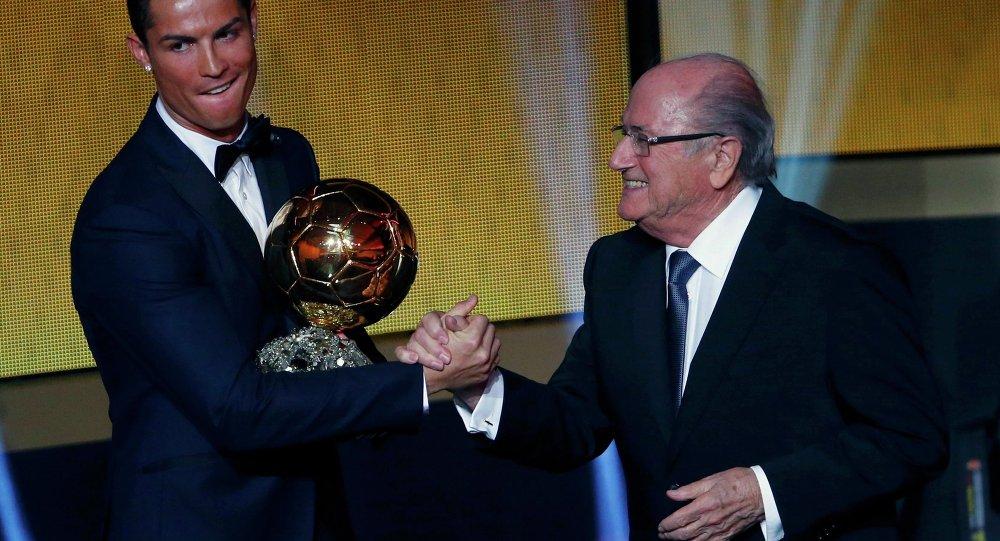 Ronaldo ikinci kez Altın top ödülünü kazandı