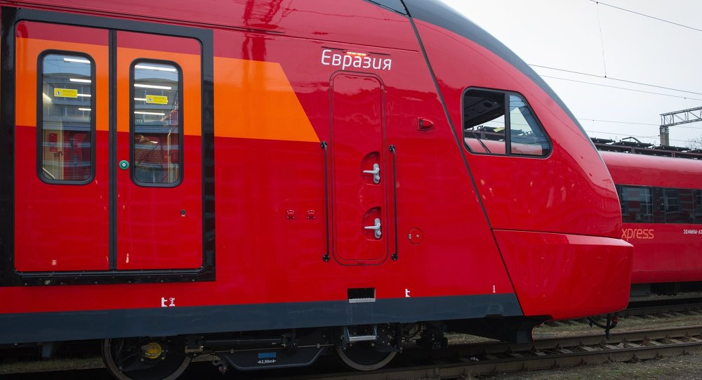 İki  katlı Aeroexpress treni