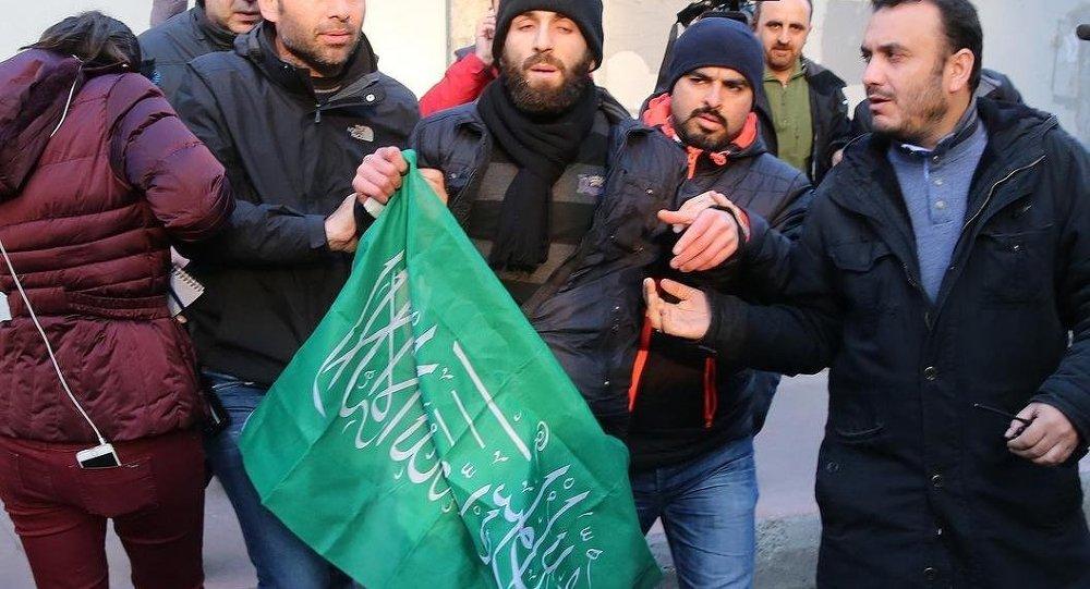 Cumhuriyet Gazetesi önünde Charlie Hebdo protestosu