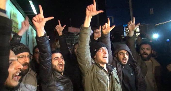 Türkiye'de Charlie Hebdo karikatürleri protesto edildi