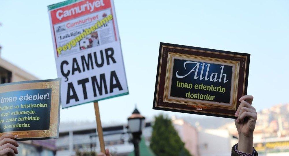 Kocaeli'de Cumhuriyet'e Charlie Hebdo tepkisi
