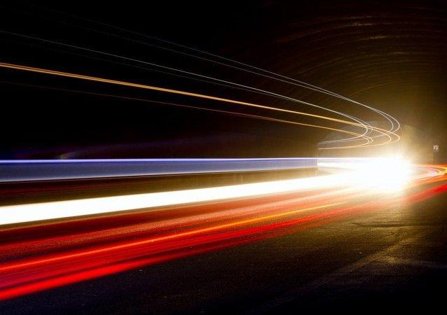 Bilim insanları ışığın hızı yavaşlattı