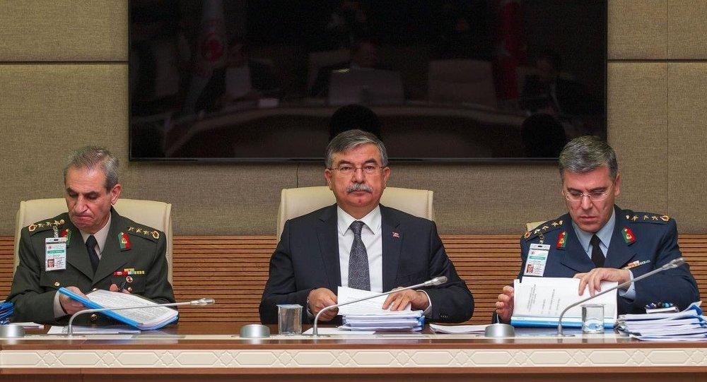 Türkiye Milli Savunma Bakanı İsmet Yılmaz