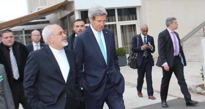 İran Dışişleri Bakanı Muhammed Cevad Zarif ve ABD Dışişleri Bakanı John Kerry