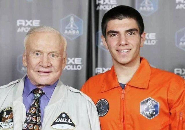 Uzaya gidecek ilk Türk Halil Kayıkçı