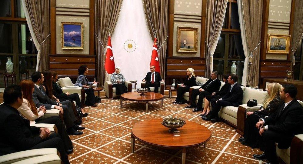 Erdoğan, sanatçılarla görüştü