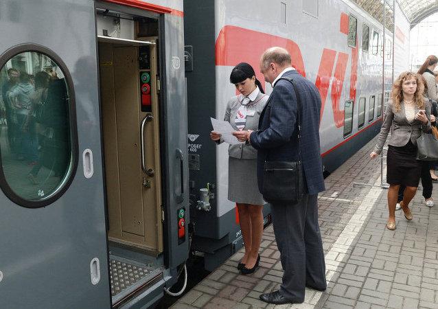 Rusya ve St. Petersburg arasında yeni model çift katlı trenler hizmete giriyor.