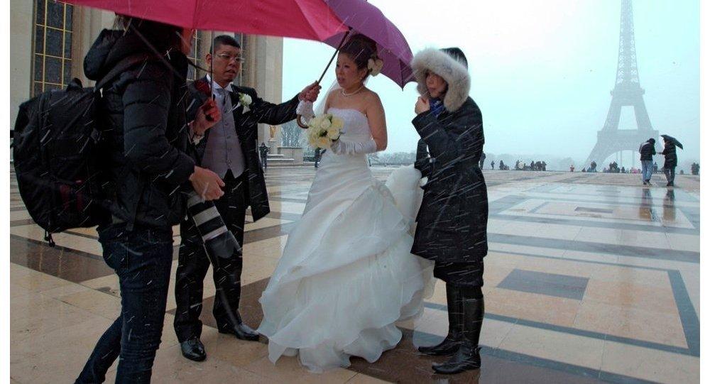 Paris'te düğün