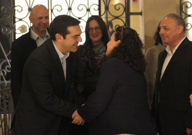 Yunanistan Başbakanı Çipras, Kıbrıslı politikacılarla buluştu