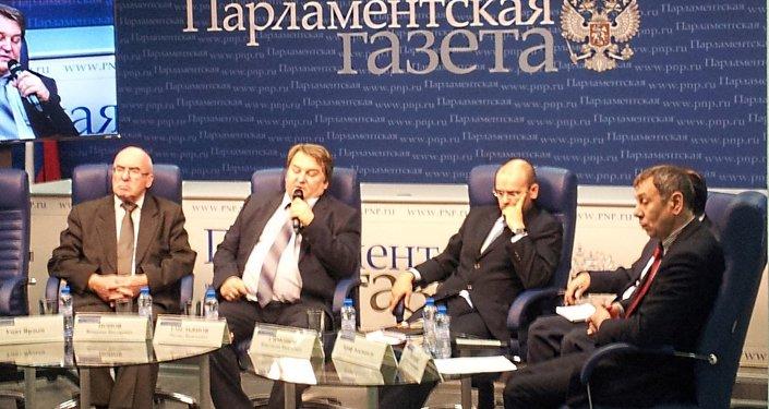 """Parlamentskaya Gazeta gazetesi Basın Merkezi'nde """"Avrupa ve Asya arasında: Rusya ve Türkiye"""" başlıklı yuvarlak masa toplantısı"""