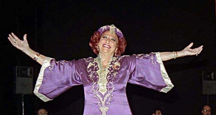 1918 yılında Bursa'da dünyaya gelen Müzeyyen Senar 1998'de Devlet Sanatçısı unvanı almıştı.