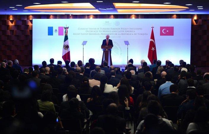 Türkiye Cumhurbaşkanı Recep Tayyip Erdoğan, Meksika Dışişleri Bakanlığı'na bağlı Matias Romero Enstitüsü'nde konuştu.
