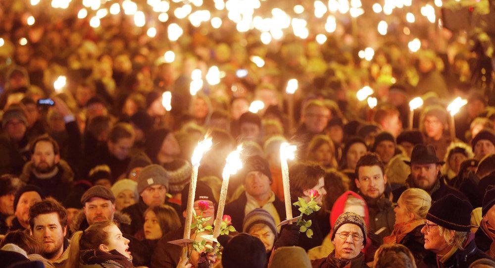 Danimarka'nın başkenti Kopenhag'da düzenlenen saldırılarda hayatını kaybeden 2 kişi anıldı.