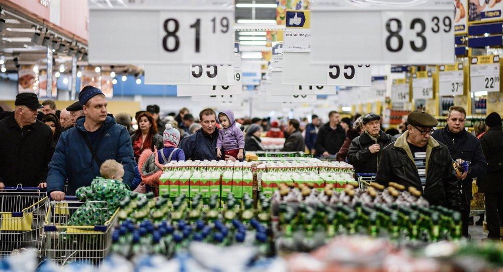 Novgorod kentinde Lenta süpermarketi