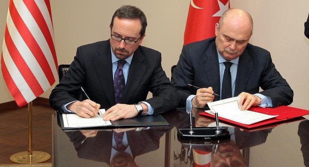 Türkiye Dışişleri Bakanlığı Müsteşarı Feridun Sinirlioğlu ile ABD Ankara Büyükelçisi John Bass