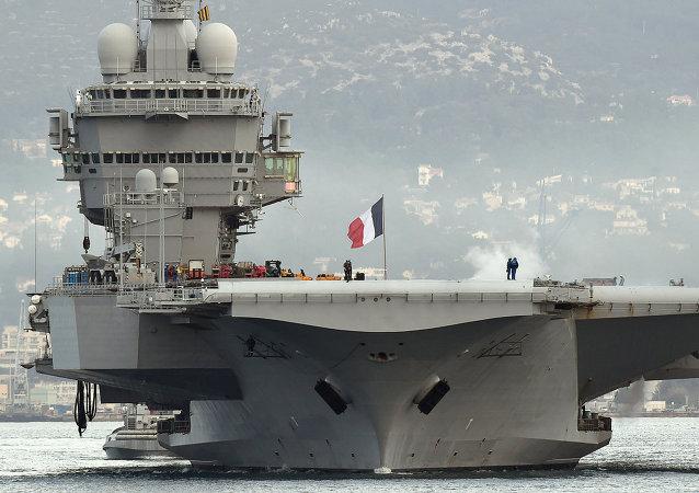 Fransız Charles de Gaulle uçak gemisi
