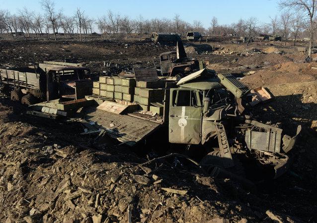 Debaltsevo'da Ukrayna ordusuna ait yok edilmiş araçlar