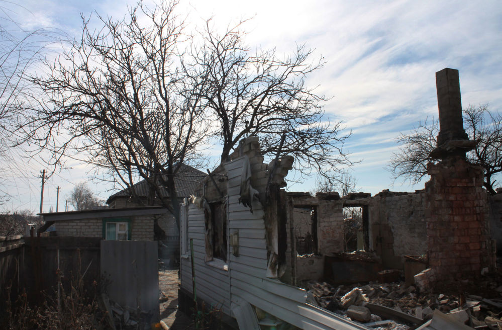 Debaltsevo'da yıkılmış bir ev