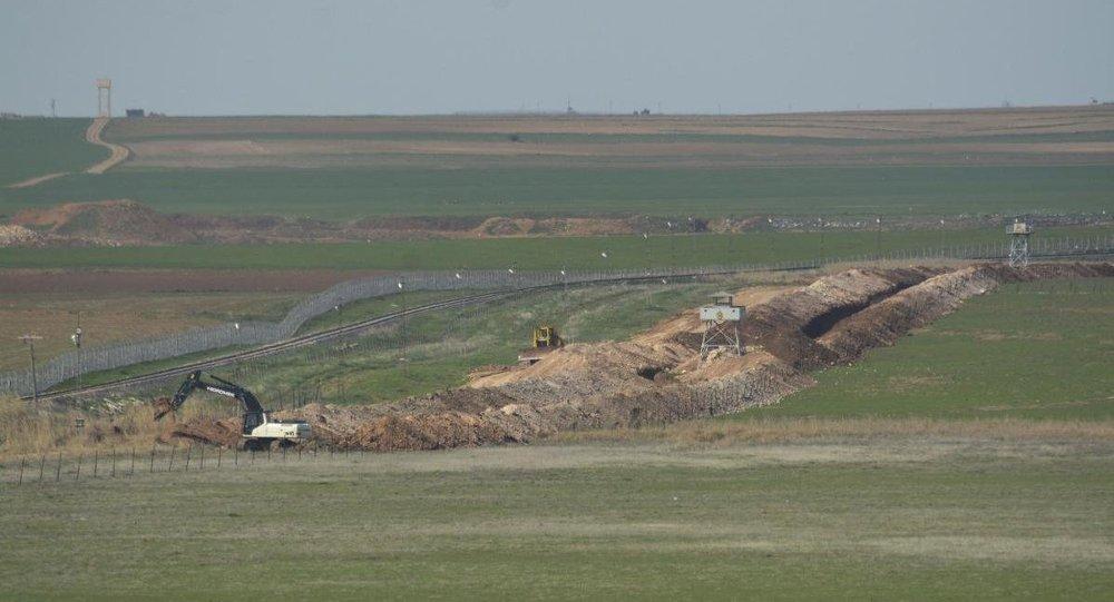 Türkiye-Suriye sınırında hendek çalışması