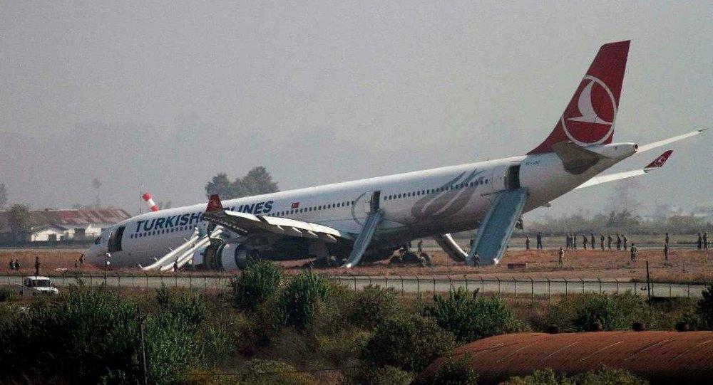Nepal'de pistten çıkan THY uçağı