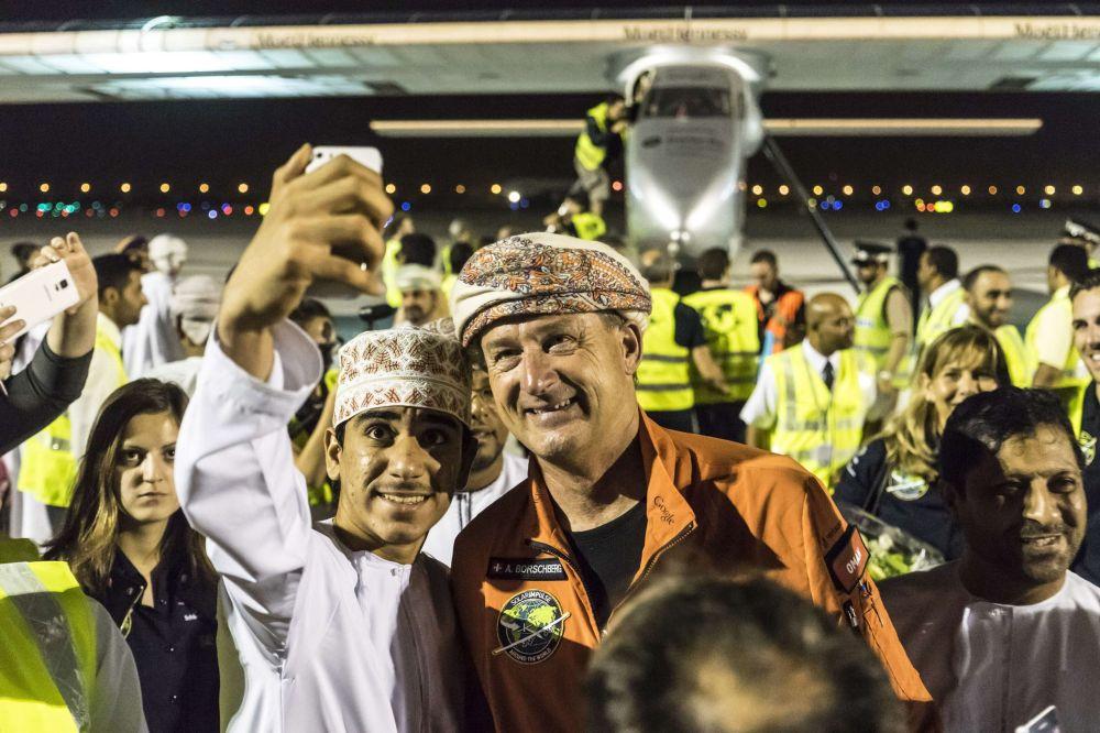 Güneş enerjisiyle çalışan Solar Impulse 2 uçağının pilotu Umman'da
