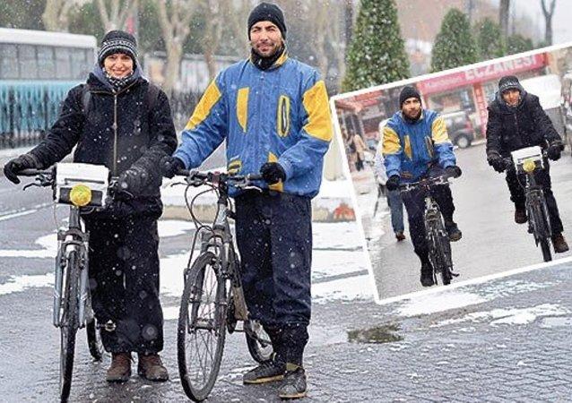 Filiz ve Rüzgar, ulaşım şekli olarak fosil yakıt tüketmediği için bisikleti tercih ediyor.