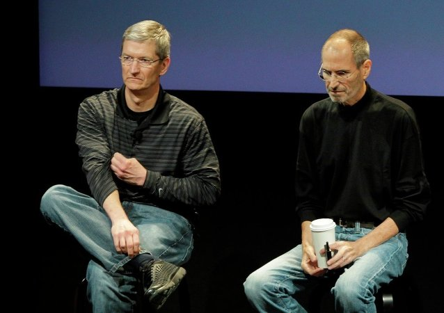 Steve Jobs ve Tim Cook