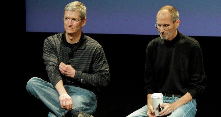 Steve Jobs ve Tim Cook